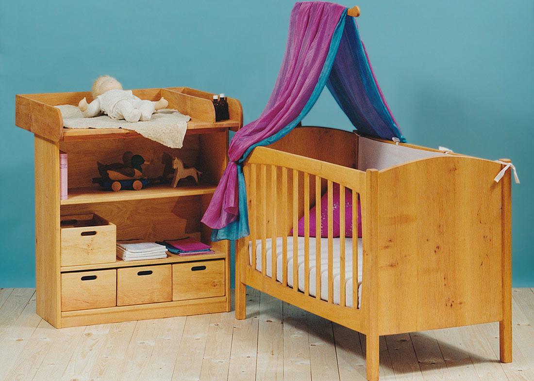 betten regale und kommoden in unterschiedlichen gr en. Black Bedroom Furniture Sets. Home Design Ideas